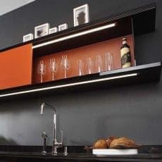 LED-Leuchte LD8003P eingebaut in Küchenoberschrank erleuchtet Arbeitsfläche