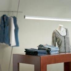 LED-Leuchte LD8015 Pendelleuchte setzt im Ladenbau Ware perfekt in Szene